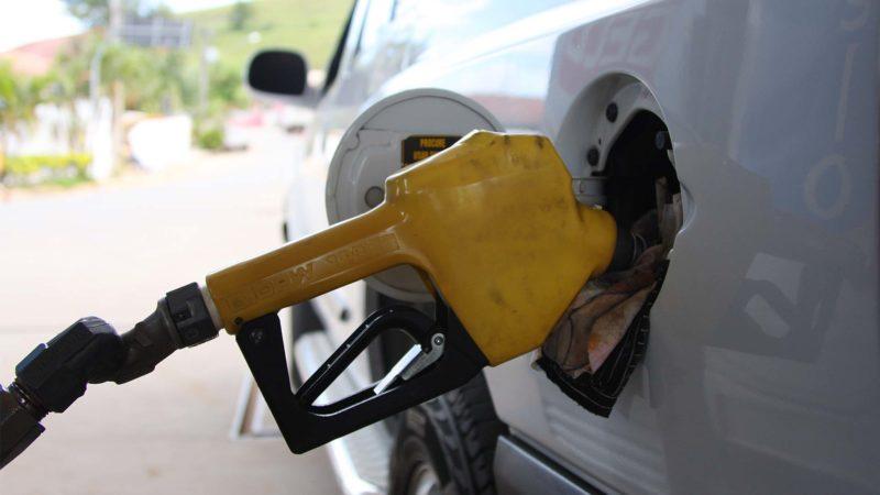 Abastecimento de combustível. Foto: Marcos Santos/USP Imagens (Arquivo)