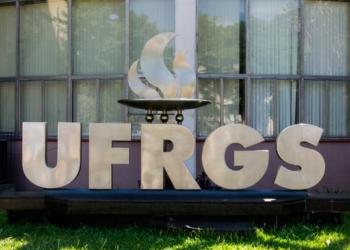 Letreiro na Reitoria da UFRGS, em Porto Alegre. Foto: Ramon Moser/UFRGS (Arquivo)