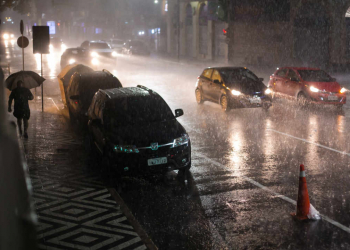 Porto Alegre, RS 27/02/2018. Forte chuva atinge Porto Alegre.  Cesar Lopes/ PMPA