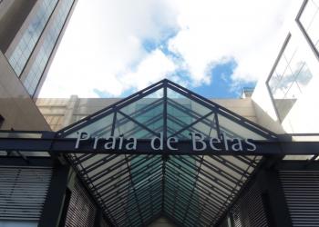 Com 47.205 mil m2 de área e 2,4 mil vagas de estacionamento cobertas, o Praia de Belas conta com 250 lojas. Foto: Divulgação