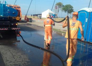 Equipes de limpeza contaram com 30 garis do DMLU. Foto: Divulgação/PMPA