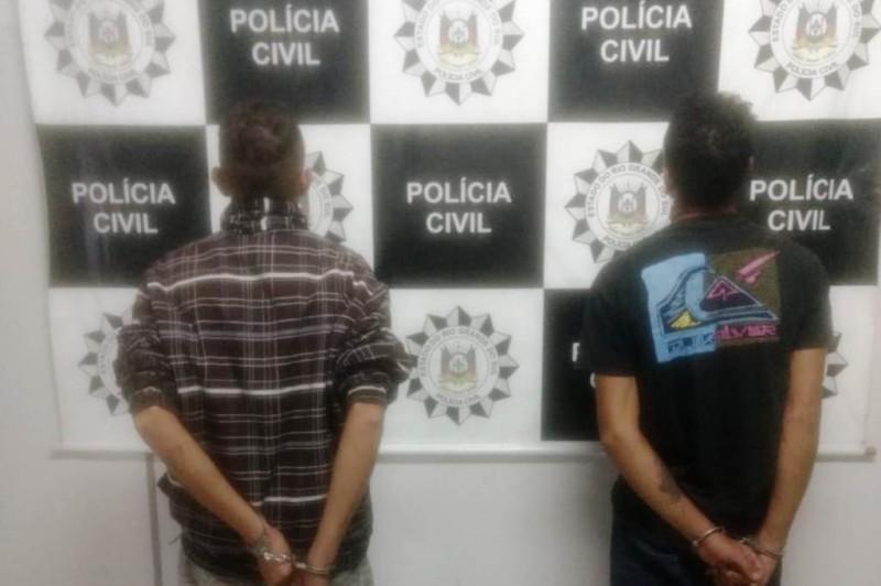Indivíduos estariam dividindo objetos de um assalto. Foto: Divulgação/Polícia Civil