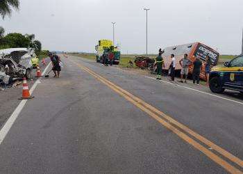 Um Fiat Fiorino, um caminhão e um micro-ônibus se envolveram no acidente. Foto: Divulgação/PRF