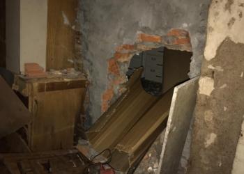 Grupo usou um prédio vizinho ao banco para fazer um buraco na parede e acessar a agência. Foto: Divulgação/Polícia Civil