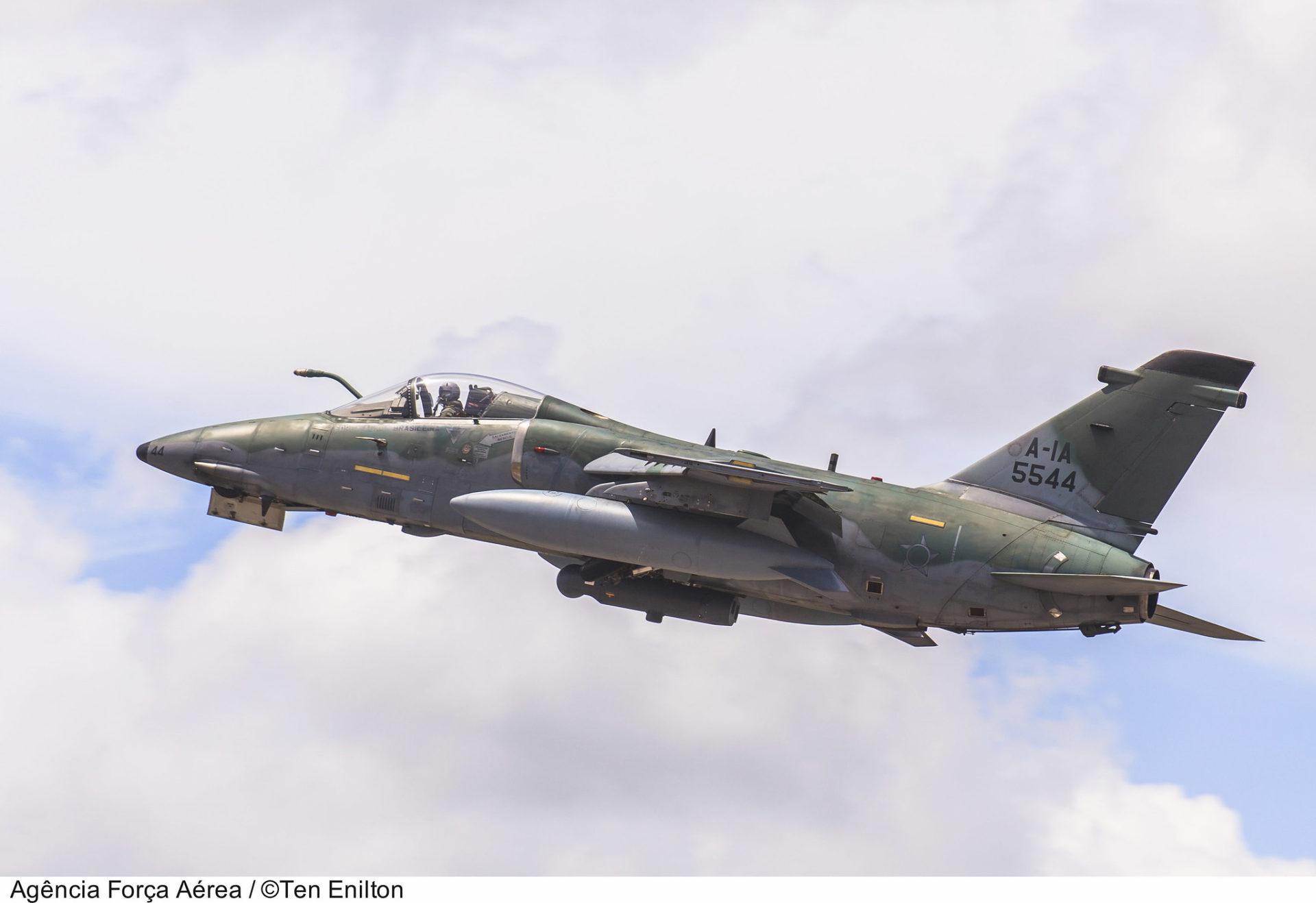 Aeronave AMX A-1A, semelhante a que caiu em Viamão  Crédito: Ten Enilton / Agência Força Aérea / FAB