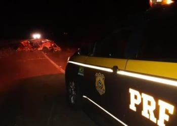 Acidente foi entre um Gol e um caminhão. Foto: Divulgação/PRF