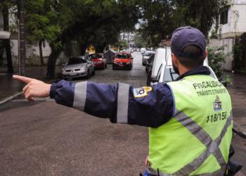 Agentes foram deslocados para os pontos mais críticos e com risco de acidente.  Foto: Luciano Lanes/PMPA