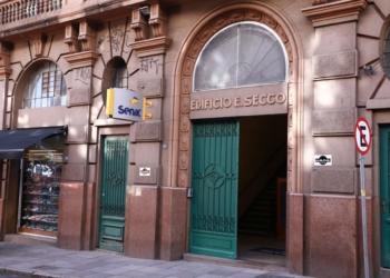 Fachada do Senac Centro Histórico, lê-se Senac e Edifício E. Secco