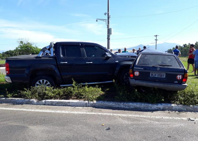 Colisão foi entre carro e caminhonete. Foto: Divulgação/CRBM