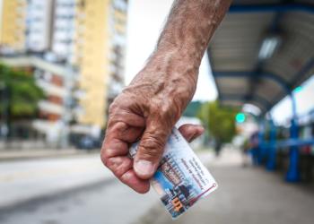 Cartão TRI de isenção para o transporte coletivo de Porto Alegre. Foto: Gustavo Roth/Arquivo EPTC PMPA