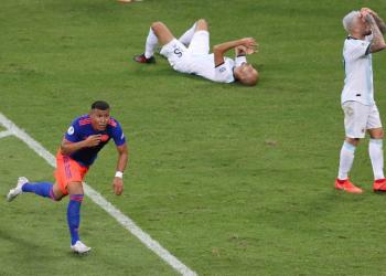 Martinez comemora gol contra a Argentina – Reuters/Rodolfo Buhrer/Direitos Reservados