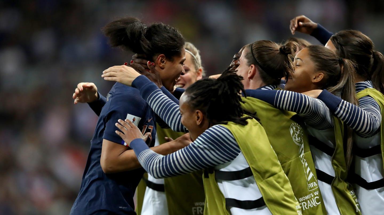 Jogadoras da França comemoram gol contra a Noruega. Foto: Getty Images