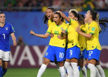 Marta comemora gol diante da Itália. Foto: Getty Images