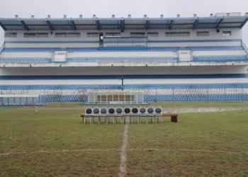 Estádio e gramado.