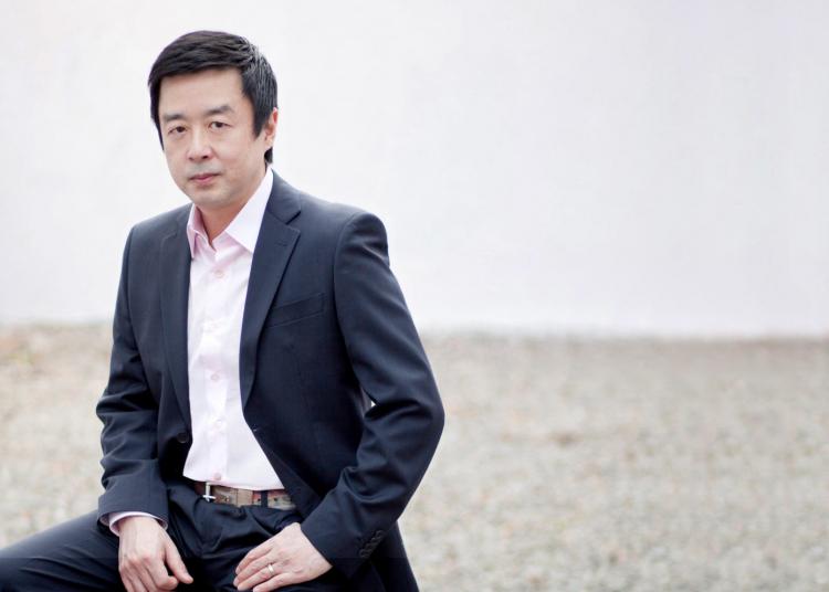 Um dos maiores nomes da moda mundial, o designer e diretor criativo Jum Nakao. Foto: Divulgação