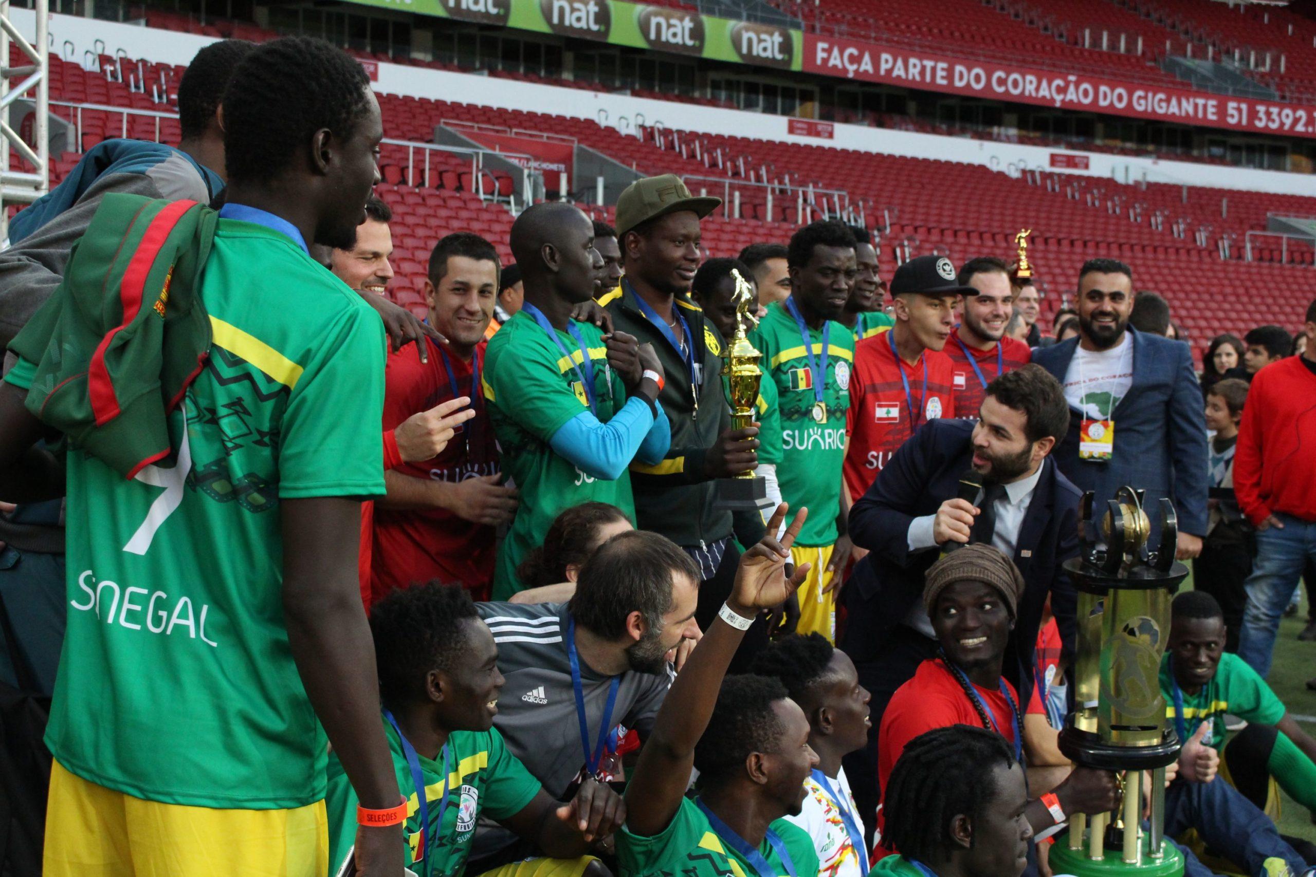 Copa dos Refugiados. O time do Senegal, campeão do ano passado.