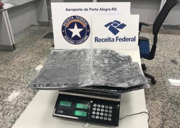 Droga estava no fundo da mala. Foto: Divulgação/Receita Federal