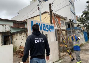 A ação foi realizada junto com técnicos da empresa CEEE. Foto: Divulgação/Polícia Civil
