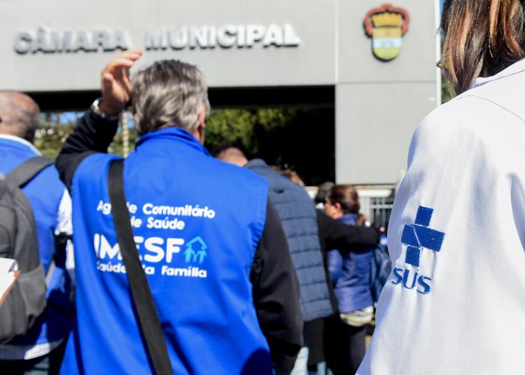 Presidente Mônica Leal recebe lideranças da IMESF e do SINDISAÚDE na Câmara de Vereadores. Foto: Foto: Leonardo Contursi/CMPA