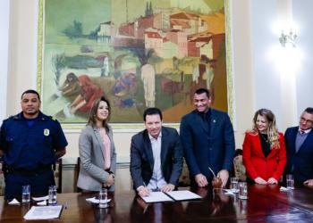 O termo de cessão foi assinado na manhã desta segunda-feira. Foto: Ricardo Giusti/PMPA