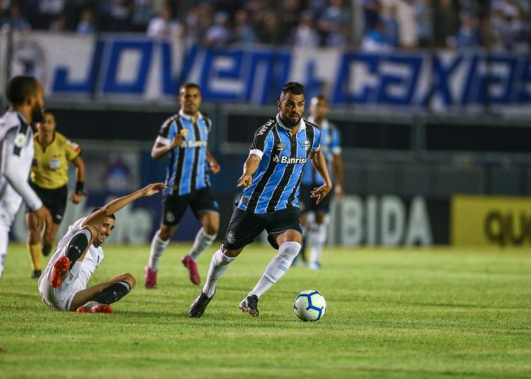 Lance da partida entre Grêmio e Ceará. Foto: Lucas Uebel/Divulgação