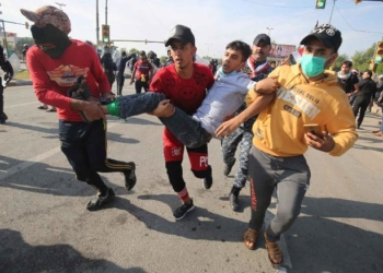 Iraqi protestors carry a wounded comrade after security forces fired tear gas to disperse anti-government demonstrations in Baghdad on October 25, 2019. - Thousands of protesters massed near the high-security Green Zone in Iraq's capital in a resumption of anti-government demonstrations that left more than 150 people dead earlier this month. (Photo by - / AFP) (Photo by -/AFP via Getty Images)