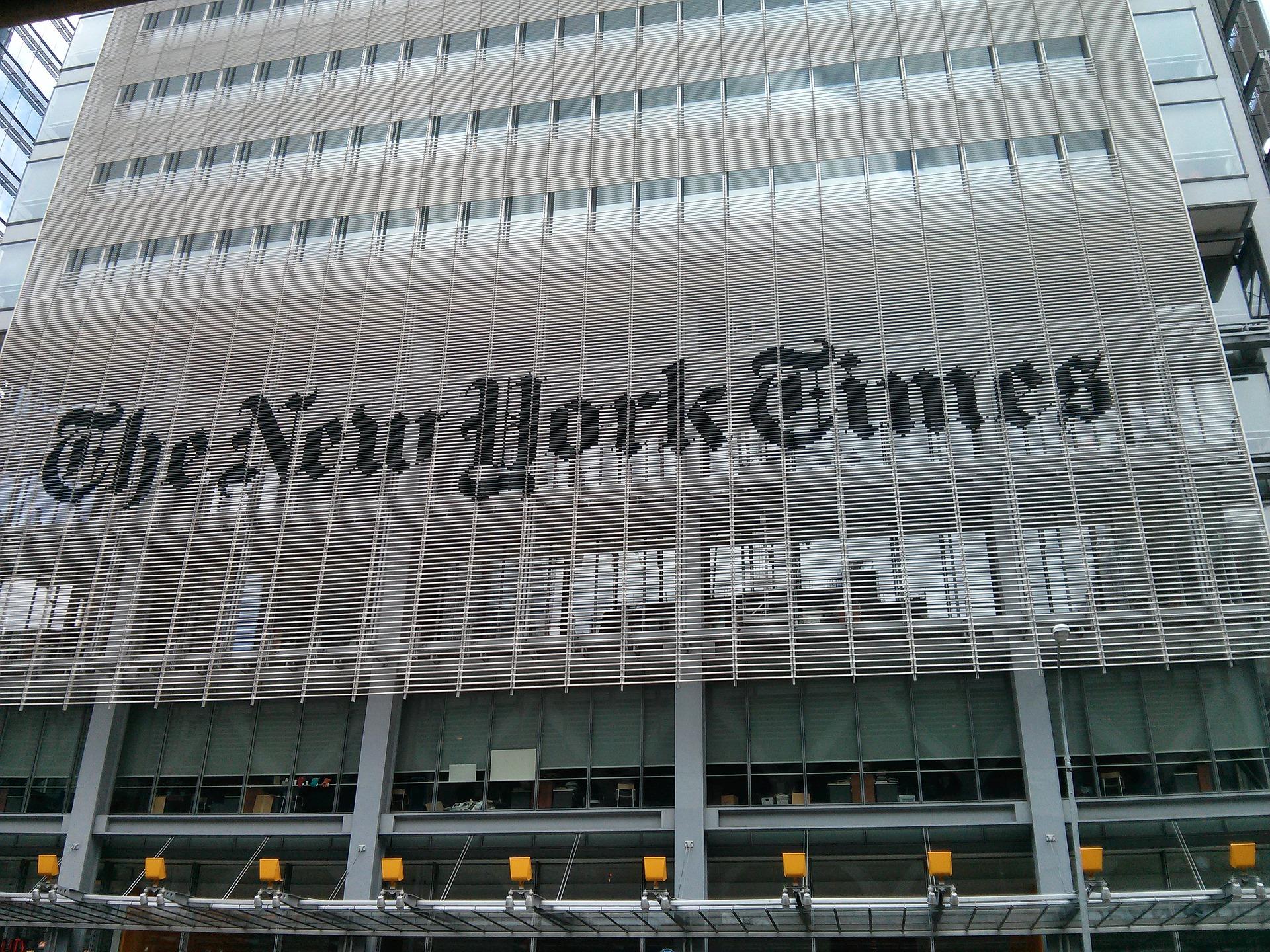 """Fachada da sede do """"The New York Times"""", em Nova York. Foto de tacskooo por Pixabay"""