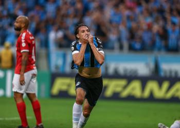Geromel abriu o placar na Arena. Foto: Lucas Uebel/Divulgação