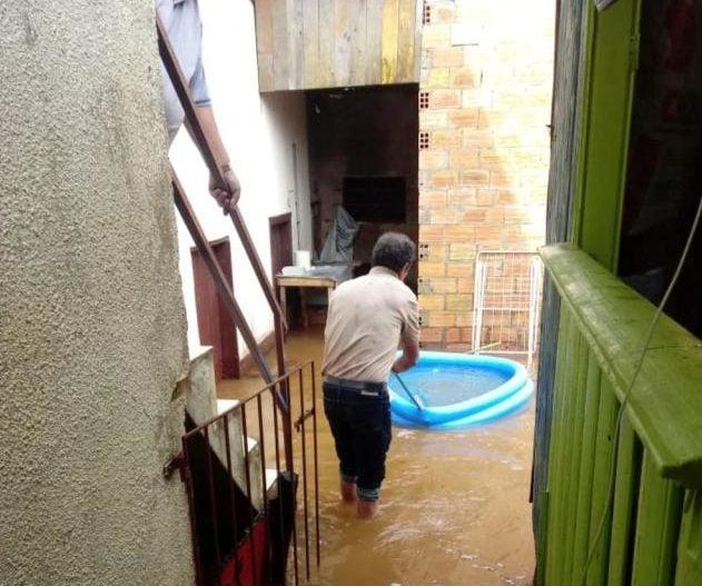 Temporal deixa várias casas alagadas em Vacaria - Agora no RS
