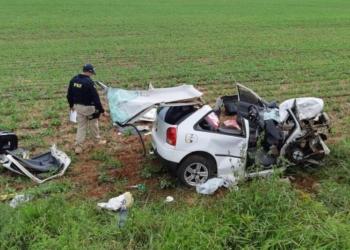 Veículo em que família estava saiu da pista e capotou. Foto: Divulgação/PRF