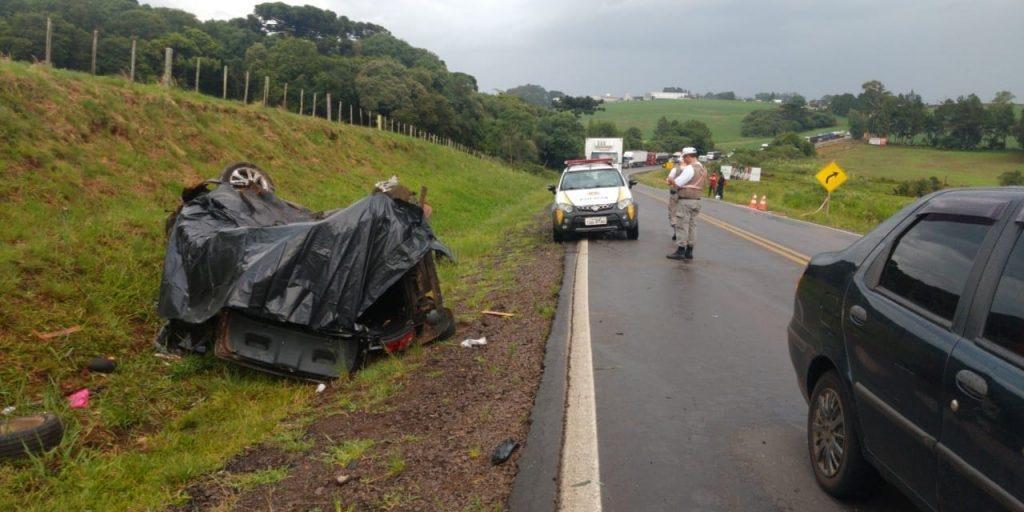 Vítima era passageira de um veículo que  invadiu a pista contrária e bateu contra outro carro. Foto: Divulgação/CRBM