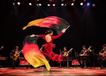 Com homenagens a artistas mulheres, espetáculo traz violonistas clássicos e bailarina flamenca. Foto: Fábio Zambom/Divulgação