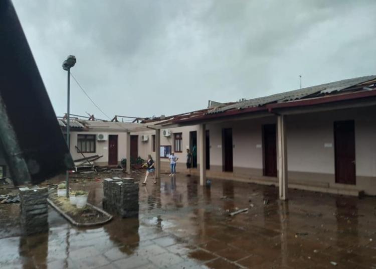 A prefeitura foi bastante danificada pelo temporal. Foto: Divulgação/Prefeitura de Camargo