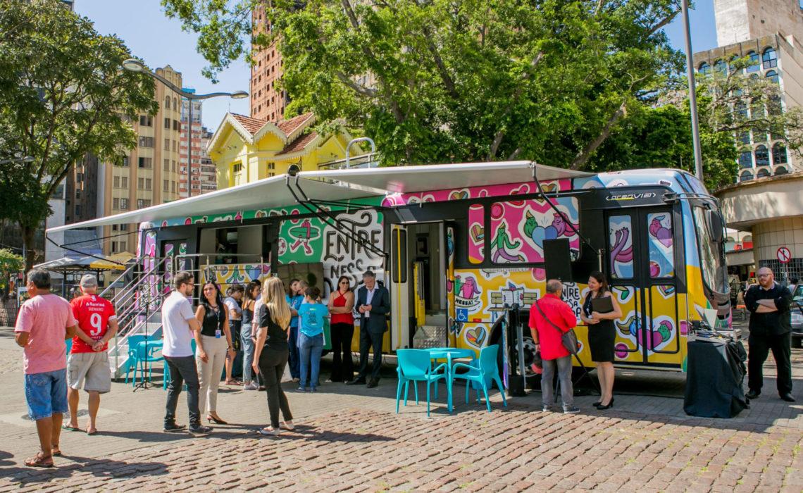 Unidade móvel de pesquisa ficará no Largo Glênio Peres e também percorrerá bairros populosos e grandes eventos de Porto Alegre. Foto: Leonardo Lenskij/Divulgação