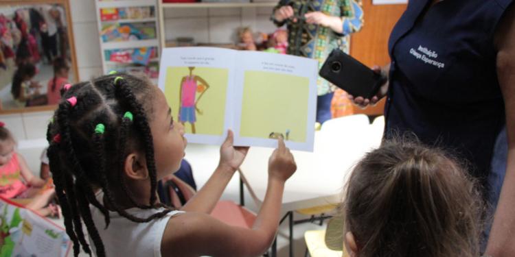 Projeto de leitura em escola municipal de Porto Alegre. Foto: Manoelle Duarte/SMED PMPA (Arquivo)