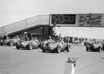 The start of the European Grand Prix at Silverstone, won by Italian driver Giuseppe Farina, 13th May 1950. (Photo by Don Price/Fox Photos/Hulton Archive/Getty Images)