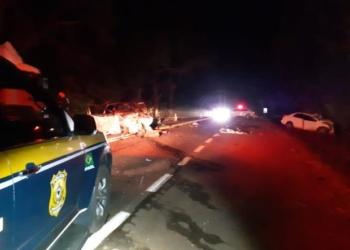 Colisão frontal ocorreu no início da noite de domingo. Foto: Divulgação/PRF