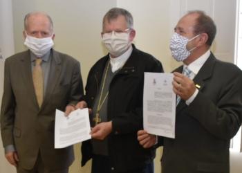 O documento foi assinado nessa quarta-feira. Foto: Carlos Saldanha/Divulgação