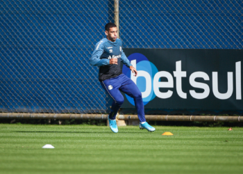 Diego Souza treinou normalmente ao lado dos jogadores do seu grupo. Foto: Lucas Uebel/Divulgação