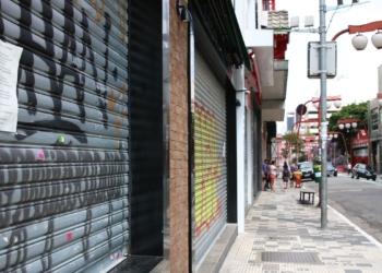 Queda nas vendas refletiu cautela do consumidor e estabelecimentos comerciais fechados. Foto: Rovena Rosa/ABr