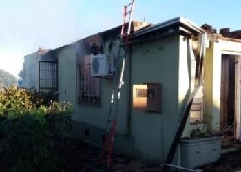 Fogo teria iniciado em uma lareira. Foto: Divulgação/Bombeiros Voluntários