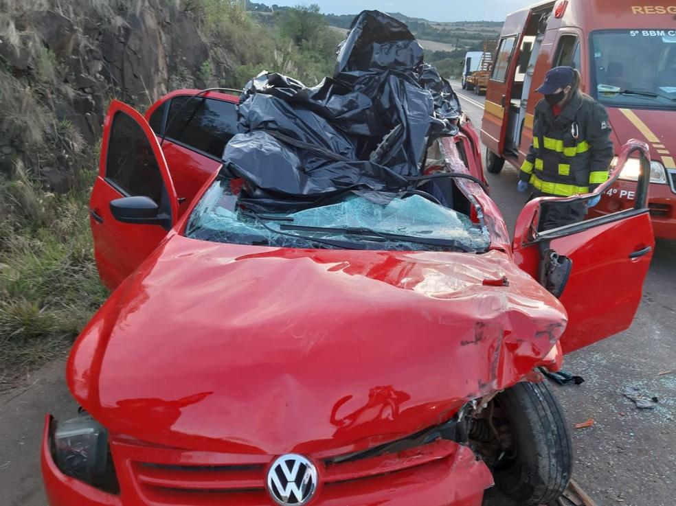 Carro colidiu na traseira do caminhão. Foto: Divulgação/Polícia Civil