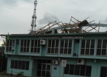 Telhado da prefeitura de Nova Hartz ficou destruído. Foto: Divulgação/Prefeitura de Nova Hartz