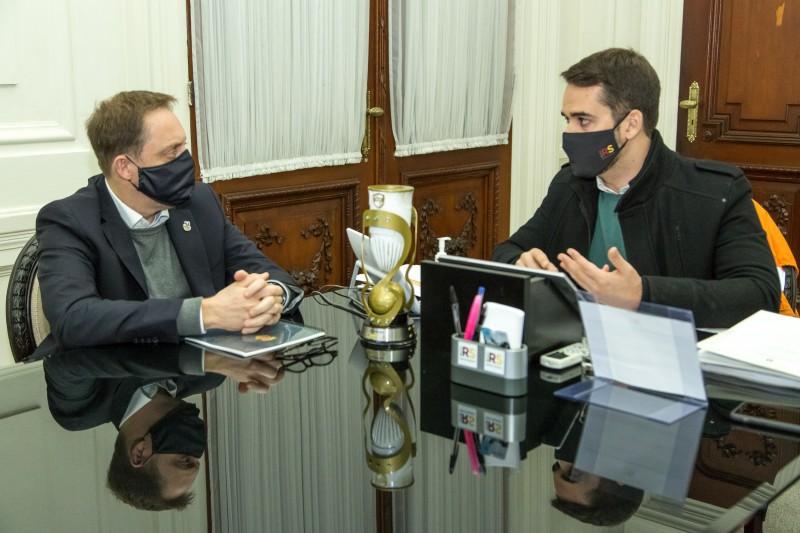 O presidente da FGF, Luciano Hocsman, esteve reunido com o governador Eduardo Leite. Foto: Gustavo Mansur/Palácio Piratini