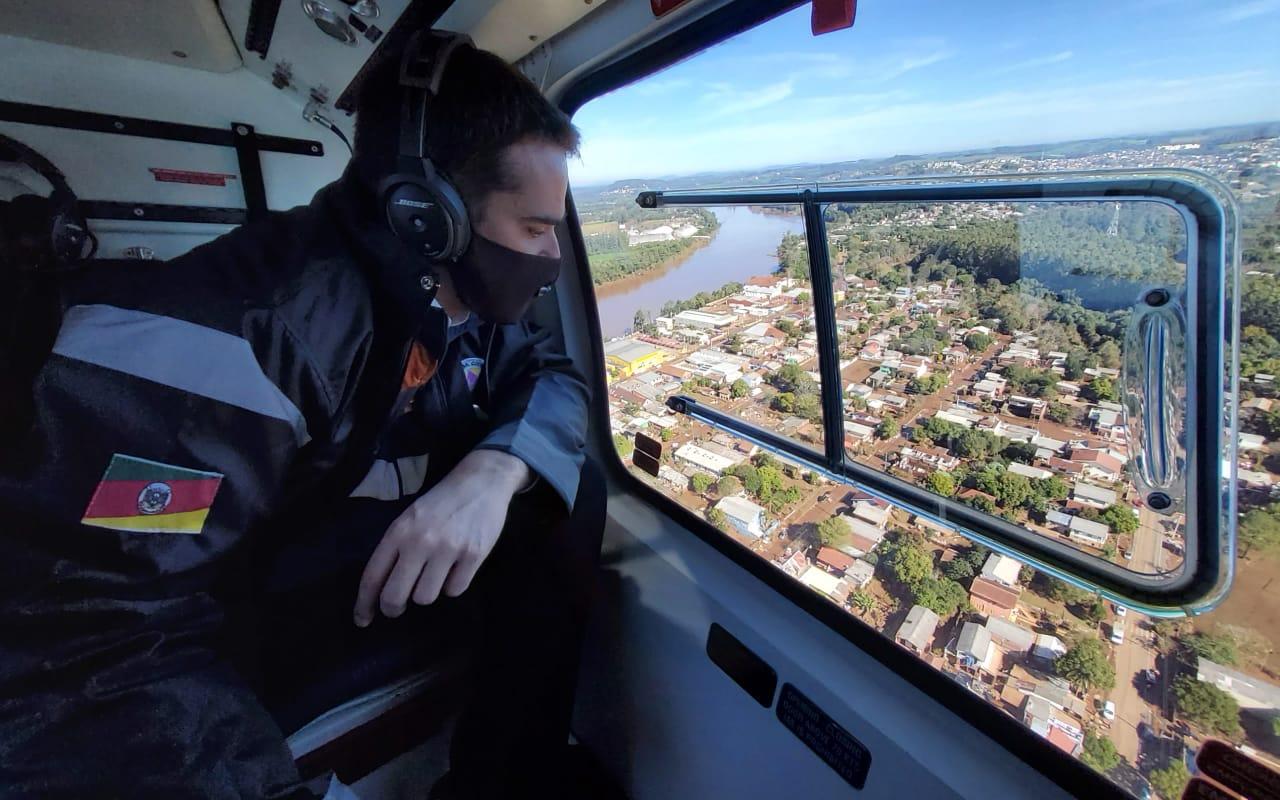 Sobrevoo de Eduardo Leite na região afetada pela cheia do rio Taquari. Foto: Gustavo Mansur/Palácio Piratini