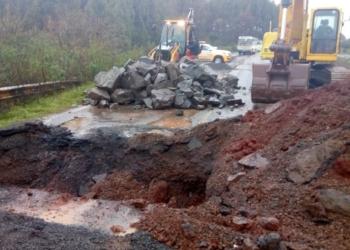 Equipes do Daer iniciam reparos na cabeceira da ponte na ERS-377. Foto: Divulgação/DAER