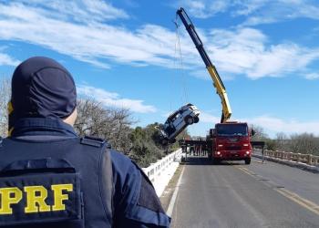 Segundo a Polícia Rodoviária Federal, o acidente foi tipo saída de pista. Foto: Divulgação/PRF