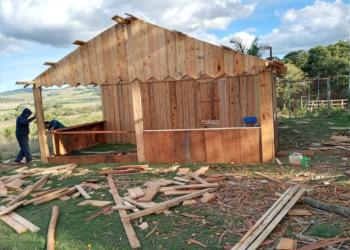 Casa em aldeia Mbya Guarani reduz deficit habitacional da comunidade. Foto: Santiago Franco/Cacique da Aldeia Mbya Guarani
