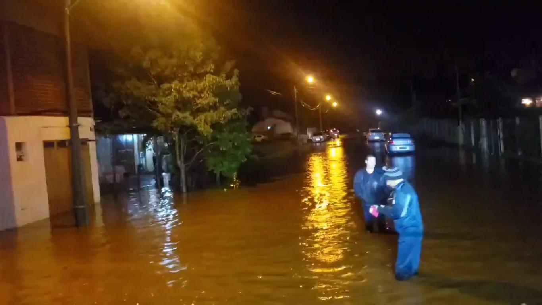 Igrejinha, RS   08.jun.2020   Bairro XV de Novembro submerso pela cheia do Rio Paranhana. Foto: Corpo de Bombeiros Voluntários de Igrejinha