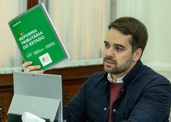 apresentou o conjunto de medidas nesta quinta-feira (16) por videoconferência. Foto: Gustavo Mansur / Palácio Piratini